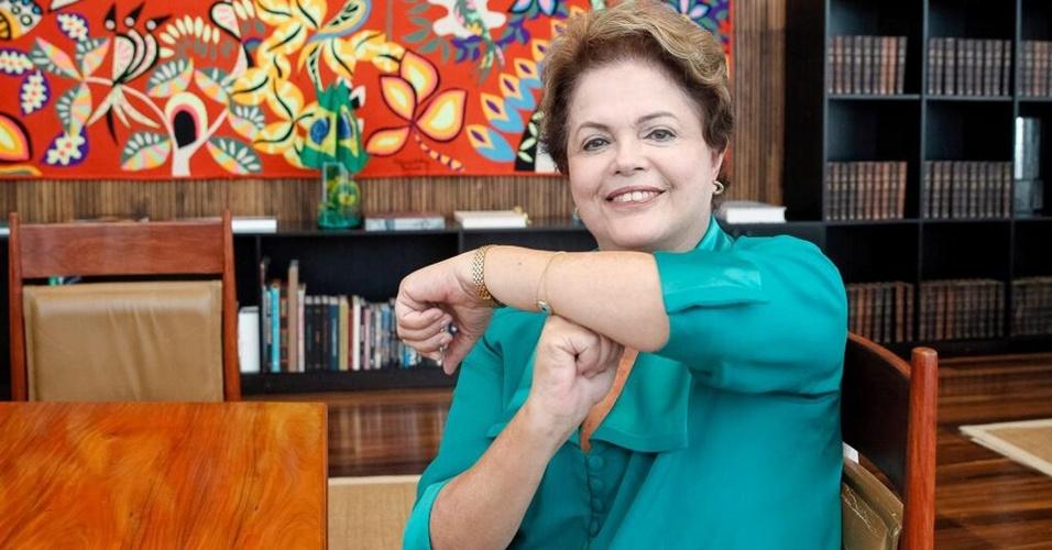 7.jul.2014 - Presidente Dilma Rousseff participa de bate-papo com internautas sobre Copa do Mundo e manda ''é tóis'' para Neymar