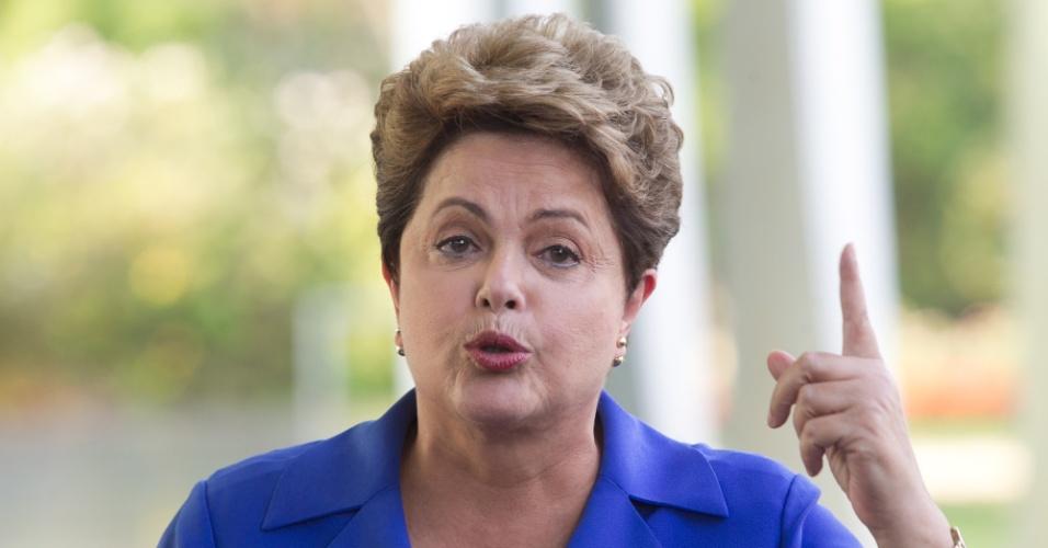 18.out.2014 - Em coletiva no Palácio da Alvorada, em Brasília (DF), a presidente e candidata à reeleição, Dilma Rousseff (PT), admite que houve desvios de recursos na Petrobras.