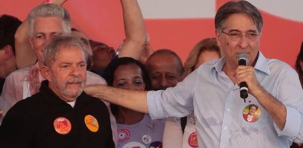 Governador de Minas Gerais, Fernando Pimentel (PT), ao lado de Lula em 2014