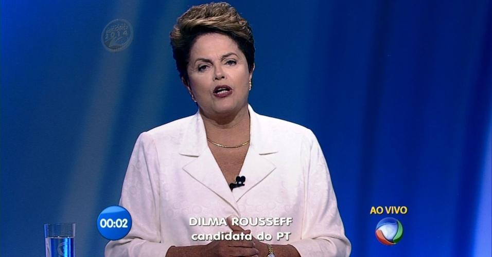 19.out.2014 - A presidente Dilma Rousseff, candidata à reeleição pelo PT, participa de debate do segundo turno dos candidatos à Presidência, promovido pela Record, neste domingo (19)