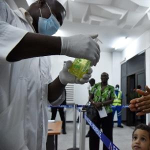 Mais de 400 pessoas da área médica foram infectadas com ebola, e cerca de 4.500 pacientes morreram - Issouf Sanogo/AFP