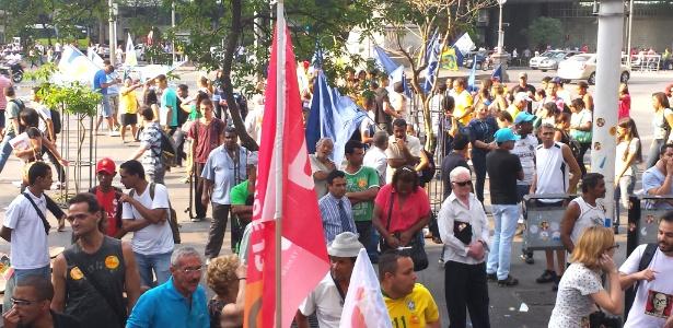 Militantes do PT e PSDB disputam espaço na Praça 7, em Belo Horizonte - Vinícius Segalla/UOL