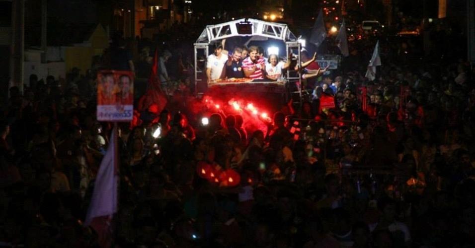 20.out.2014 - O candidato do PSD ao governo do Rio Grande do Norte, Robinson Faria, participou de carreata neste sábado (18), na cidade de Assu. Faria disputará o segundo turno das eleições com Henrique Alves (PMDB), que terminou o primeiro turno com 47,34% dos votos válidos, contra 42,04% de Faria