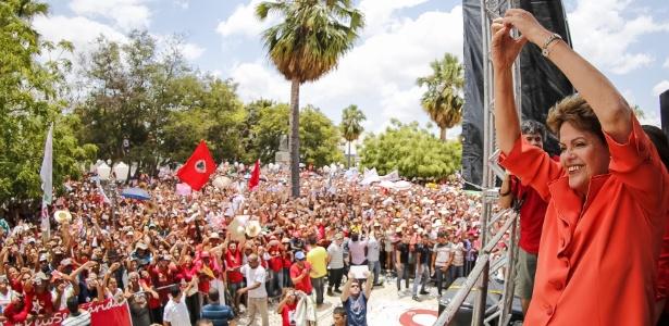 A presidente e candidata à reeleição Dilma Rousseff (PT) faz sinal de coração com as mãos para seus eleitores durante encontro em Petrolina, em Pernambuco