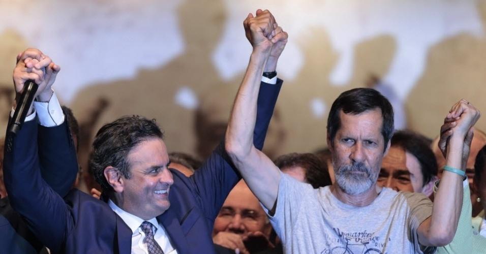 8.out.2014 - Candidato à Presidência derrotado no primeiro turno das eleições Eduardo Jorge (PV) declara, na tarde desta quarta-feira, apoio ao candidato Aécio Neves (PSDB) no segundo turno, durante reunião em Brasília