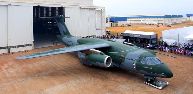 Protótipo do cargueiro militar KC-390 apresentado em 2015 pela Embraer  - Divulgação/Embraer
