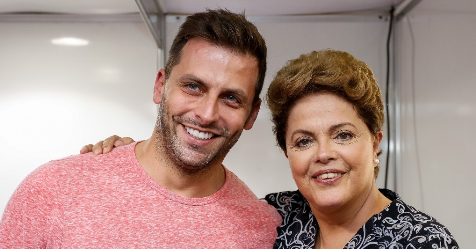 O modelo e ator Henri Castelli esteve presente no ato Periferia com Dilma, em Itaquera, na zona leste de São Paulo, para manifestar seu apoio à reeleição da presidente