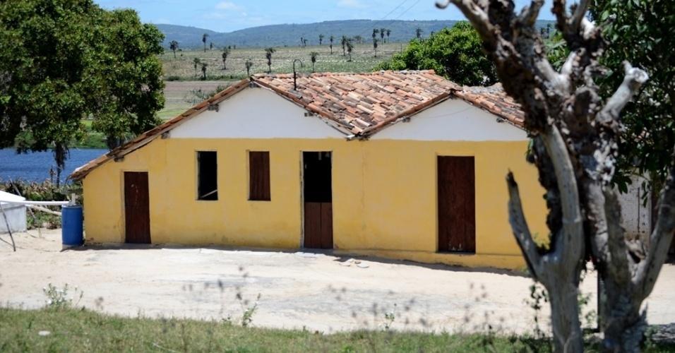 """21.out.2014 - Casa de Dona Maria Edilete, 60, em Várzea Cumprida, zona rural de Caetés (PE), terra natal de Lula. """"Aqui todo mundo é Dilma"""", conta"""