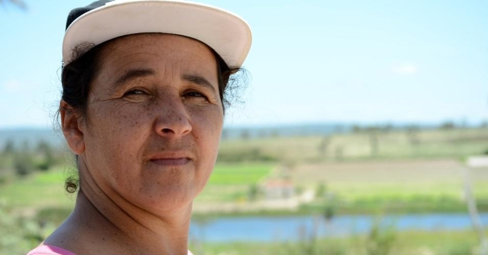 """21.out.2014 - Roseane de Aquino Ferreira, 44, diz que Lula e Dilma ajudaram a diminuir a pobreza no Nordeste. """"Votei em Lula e Dilma sempre. Ela trabalhou bem pra cá, ajudou muito quem é da pobreza. Tenho medo de voltar a ser igual à época de Collor, quando ele tomou o dinheiro da gente"""", relatou a moradora de Caetés (PE), terra natal de Lula"""