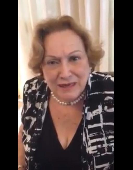 """23.out.2014 - A atriz Nicette Bruno postou um vídeo no Facebook em que desmente boatos de que votaria em Dilma Rousseff. """"Eu quero esclarecer que estão usando indevidamente minha imagem e a minha opinião sobre o candidato Aécio Neves. É mentira. Eu o apoio e vou votar nele"""", disse a atriz"""