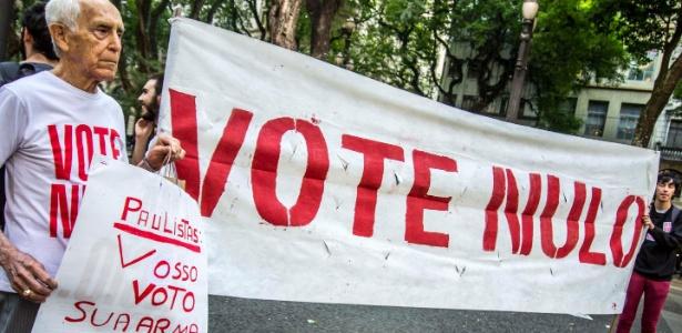 Manifestantes fazem ato pelo voto nulo em São Paulo nas eleições de 2014