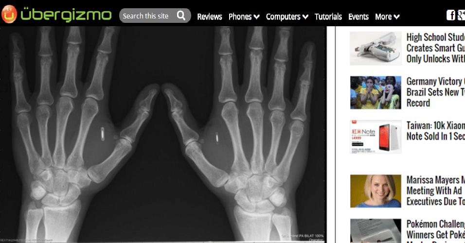 25.out.2014 - O usuário Robert Nelson teria inserido chips de tecnologia NFC (que permite a troca de dados por aproximação) em suas mãos. De acordo com o site 'Ubergizmo', Nelson teria feito isso para realizar pequenas tarefas automaticamente, como desbloquear seu celular ao tocá-lo. Ele planejaria ainda implantar funções que automatizem sua casa e carro. Segundo o portal 'PhoneArena', ele não enfrentou nenhuma complicação ainda, como possíveis infecções