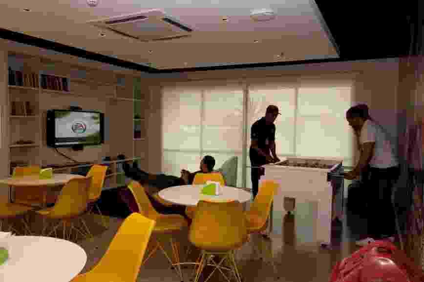 Empresa de tecnologia da informação Solve System, em São Paulo, tem massagem grátis e espaço com TV, videogame e pebolim - Divulgação