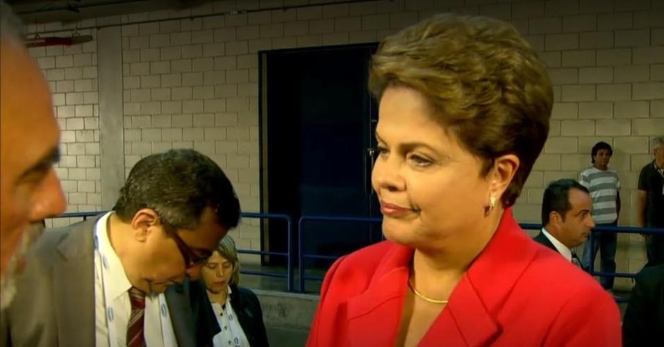 24.out.2014 - A presidente Dilma Rousseff, candidata à reeleição pelo PT, chega aos estúdios da TV Globo, no Rio de Janeiro, onde será realizado o último debate do segundo turnos das eleições presidenciais