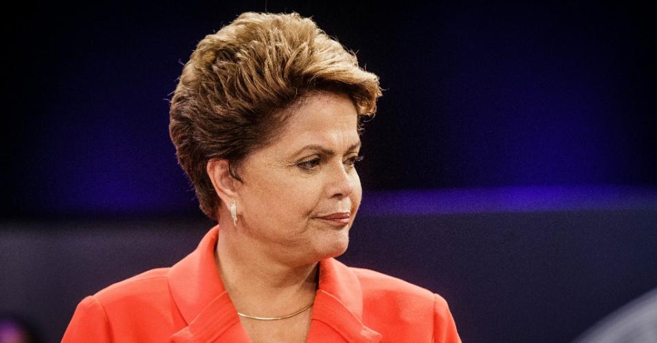 24.out.2014 - A presidente Dilma Rousseff, candidata à reeleição pelo PT, participa do último debate do segundo turno das eleições presidenciais, nesta sexta-feira, em estúdio da TV Globo