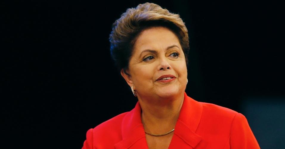 24.out.2014 - A presidente Dilma Rousseff, candidata à reeleição pelo PT, participa do último debate do segundo turno das eleições presidenciais, que acontecem neste domingo (26), nesta sexta-feira, em estúdio da TV Globo