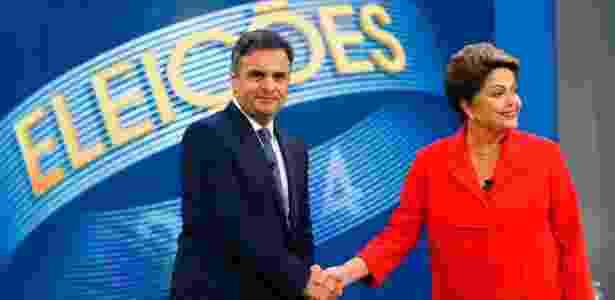 Aécio e Dilma se cumprimentam antes do último debate em 2014 - Ricardo Moraes/Reuters