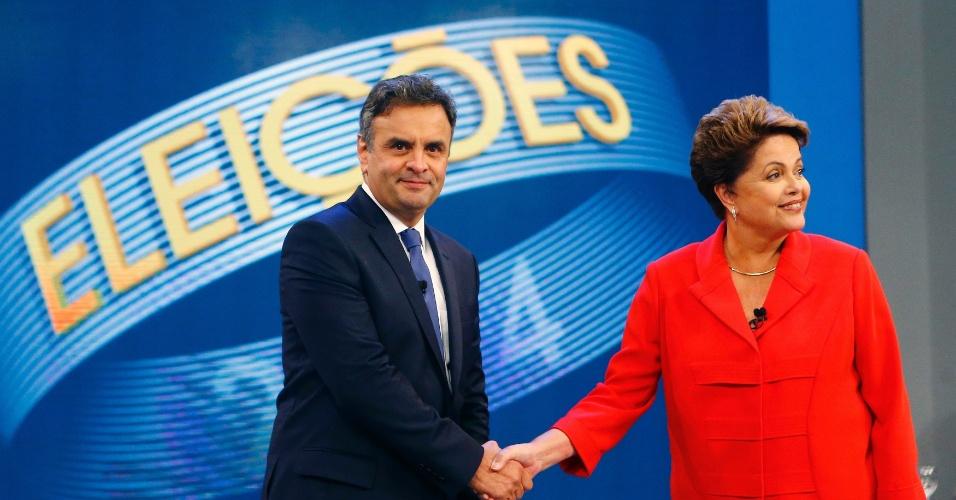 24.out.2014 - A presidente Dilma Rousseff (PT), candidata à reeleição, e Aécio Neves, candidato do PSDB à Presidência, se cumprimentam ao chegarem ao estúdio da TV Globo, no Rio de Janeiro, nesta sexta-feira (24), antes do último debate do segundo turno das eleições presidenciais, que acontecem neste domingo (26