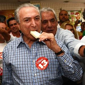 Em outubro de 2014, Michel Temer (PMDB), vice-presidente da República e candidato à reeleição na chapa de Dilma Rousseff (PT), faz caminhada de campanha em Barueri (SP)