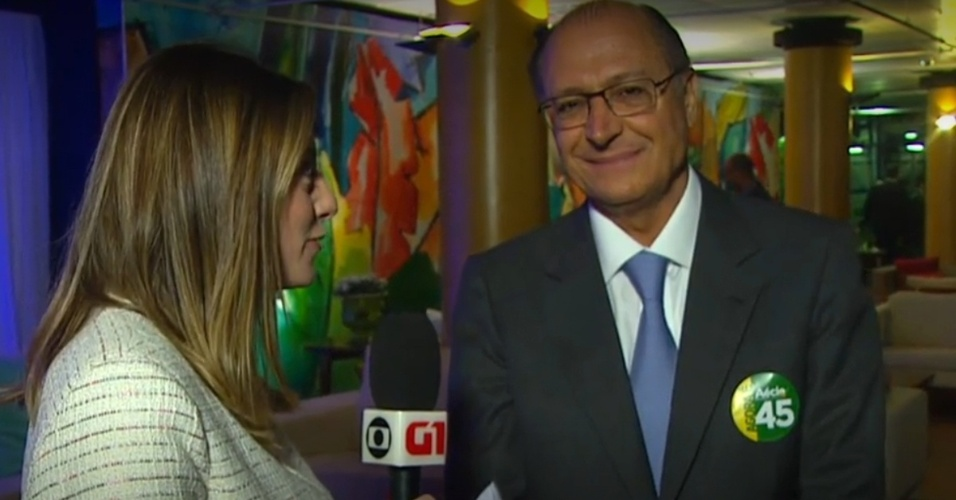 24.out.2014 - Governador de São Paulo, Geraldo Alckmin (PSDB), dá entrevista nesta sexta-feira (24) ao chegar aos estúdios da TV Globo, no Rio de Janeiro, onde acompanhará o último debate do segundo turnos das eleições presidenciais