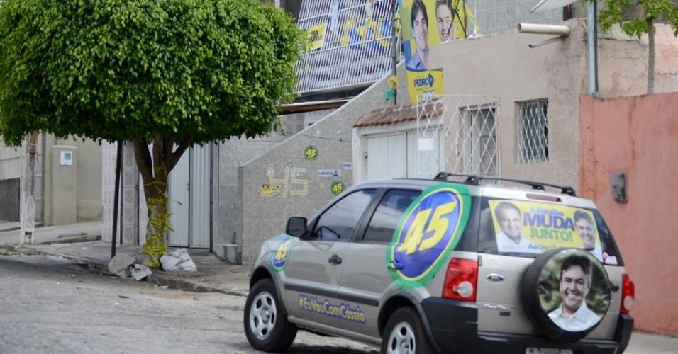 24.out.2014 - Na cidade de Campina Grande (PB) predominam as manifestações de apoio aos candidatos tucanos, diferentemente da maior parte da região Nordeste