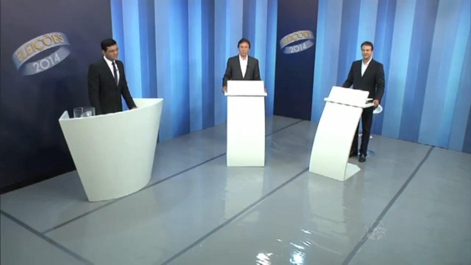 24.out.2014 - Os candidatos a governado do Ceará, Camilo Santana (PT) e Eunício Oliveira (PMDB), realizaram nessa quinta-feira (23) o último debate entre os candidatos ao cargo antes do segundo turno das eleições