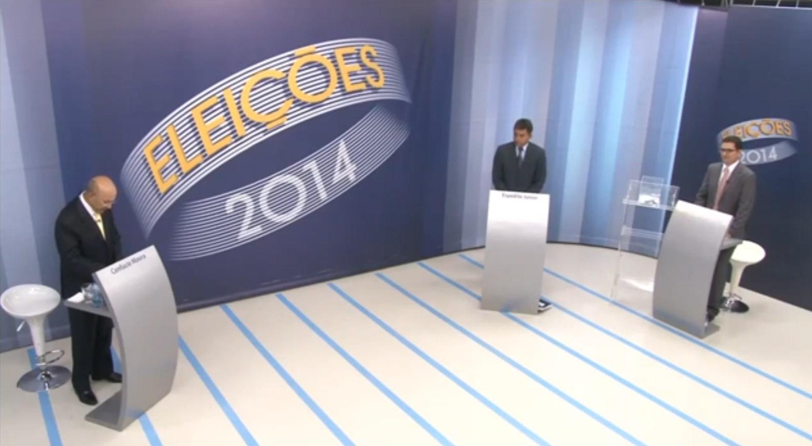 24.out.2014 - Os candidatos ao governo de Rondônia, Confúcio Moura (PMDB) e Expedito Júnior (PSDB), participaram nessa quinta-feira (23) do último debate antes do segundo turno das eleições, promovido pela TV Rondônia, afiliada da Rede Globo