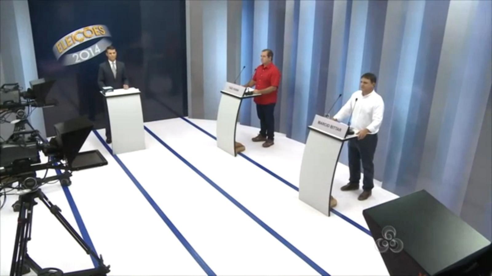 24.out.2014 - Os candidatos ao governo do Acre, Marcio Bittar (PSDB) e Tião Viana (PT), participam do último debate antes do segundo turno das eleições deste ano, realizado pela TV Acre -afiliada da Rede Globo- na noite de quinta-feira (23)