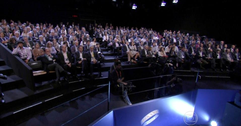 24.out.2014 - Plateia acompanha último debate do segundo turnos das eleições presidenciais, no estúdio da Rede Globo, no Rio de Janeiro, nesta sexta-feira (25)