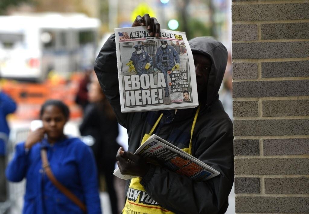 24.out.2014- Jornal a venda em Nova York destaca a notícia do primeiro caso confirmado de ebola na cidade. O médico Craig Spencer, que tratou de doentes de ebola na Guiné, foi infectado. Ele foi internado em área isolada do Hospital Bellevue nesta quinta-feira