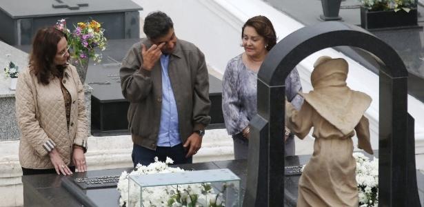Visita de Aécio a da irmã ao túmulo de Tancredo Neves durou cinco minutos - Sergio Moraes/Reuters