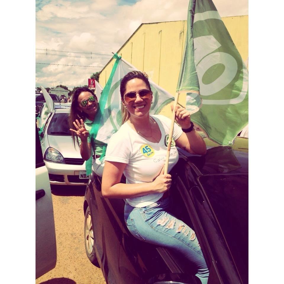 25.out.2014 - Militantes participam de carreata a favor de candidato ao governo de Roraima Chico Rodrigues (PSB)