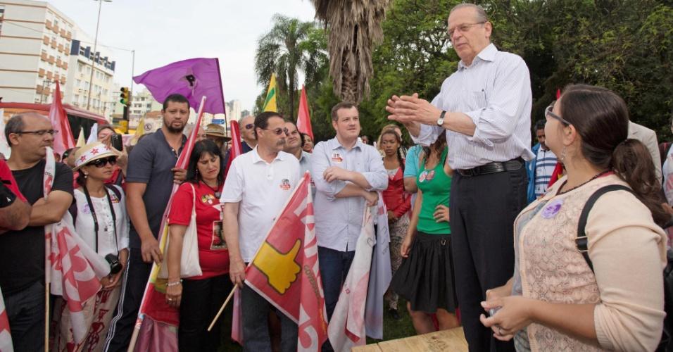 25.out.2014 - O governador e candidato à reeleição no Rio Grande do Sul, Tarso Genro (PT), se reúne com militantes para pedir empenho na campanha, nessa sexta-feira (24).
