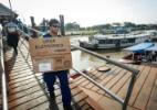 Urnas chegam de barco até a ilha de Cotijuba, em Belém (PA) - Tarso Sarraf/Estadão Conteúdo