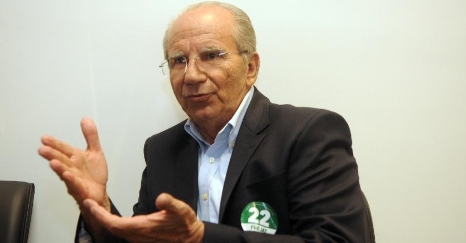 Num dos últimos atos de campanha, o candidato Jofran Frejat (PR) concede entrevista à imprensa nessa sexta-feira (24)