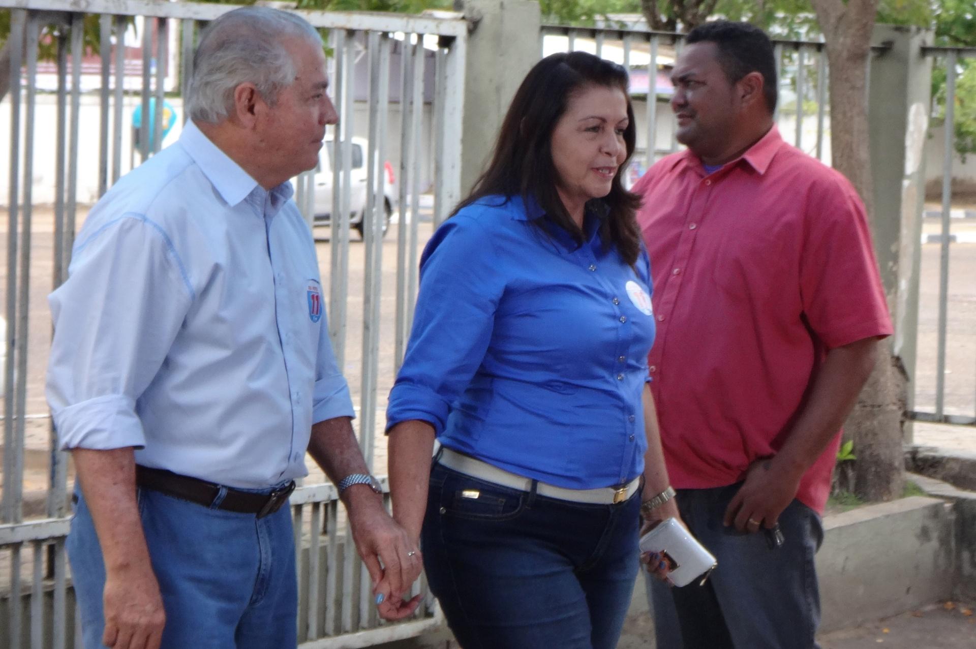 26.out.2014 - Candidata ao governo de Roraima, Suely Campos (PP) vota neste domingo (26). Segundo pesquisa Ibope, ela aparece à frente na intenção de votos no Estado, com 56%; seu concorrente, Chico Rodrigues (PSB) tem 44%