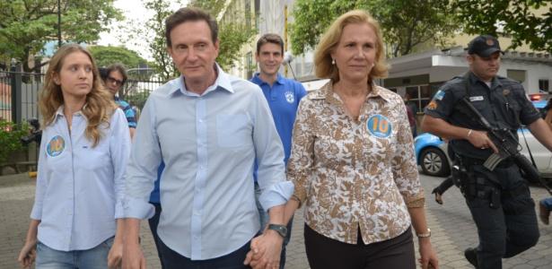 Crivella votou na manhã deste domingo (26) no clube Marimbás em Copacabana. A entrada da imprensa não foi permitida no local de votação e o candidato falou com os jornalistas na saída do clube