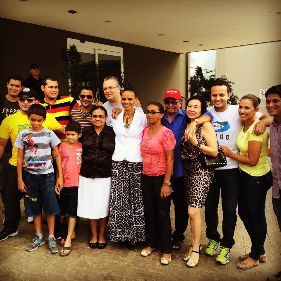 26.out.2014 - Marina Silva (PSB) se encontra com familiares antes de votação em Rio Branco, no Acre