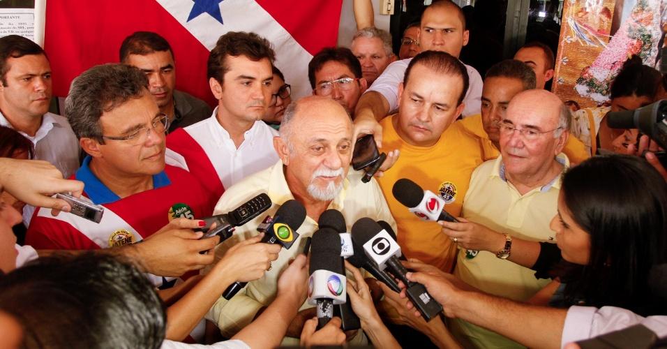 26.out.2014 - O governador do Pará, Simão Jatene (PSDB), foi reeleito neste domingo. Ele derrotou o candidato do PMDB, Helder Barbalho