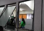 MG: Pelo menos 2 pessoas ficam feridas após vidro quebrar em seção de Aécio - Vinícius Segalla/UOL