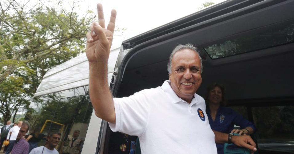 26.out.2014- Luiz Fernando Pezão (PMDB) foi eleito governador do Rio de Janeiro neste domingo. Pezão é governador do Rio desde abril, quando assumiu o cargo após renúncia de Sérgio Cabral (PMDB)