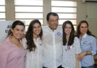 Candidato Eduardo Braga (PMDB) vota em Manaus acompanhado da família - A Crítica