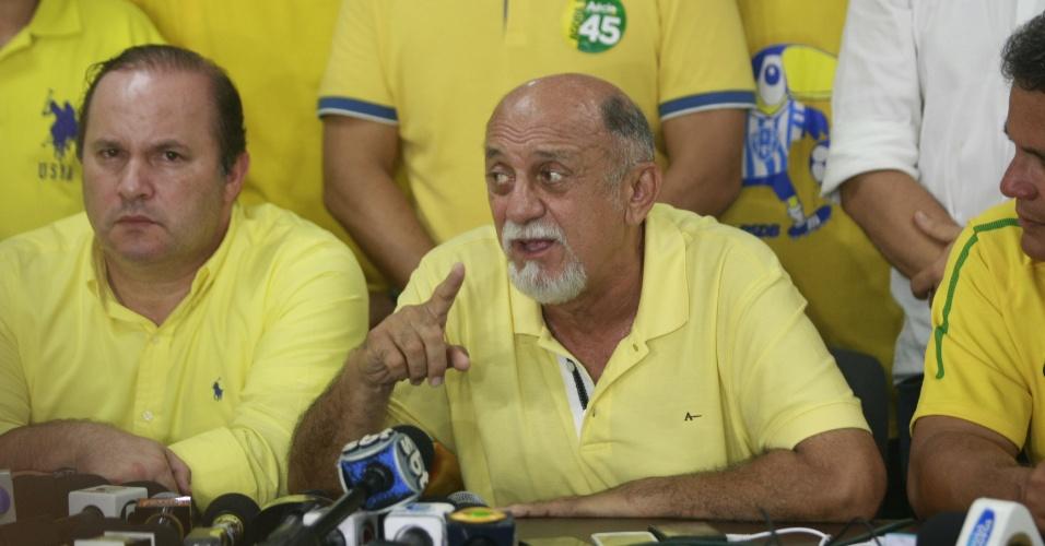 26.out.2014 - Governador reeleito do Pará, Simão Jatene (PMDB) se pronuncia após o anúncio do resultado das eleições. Ele teve 51,9% dos votos, contra 48,1% de seu adversário Helder Barbalho (PMDB)