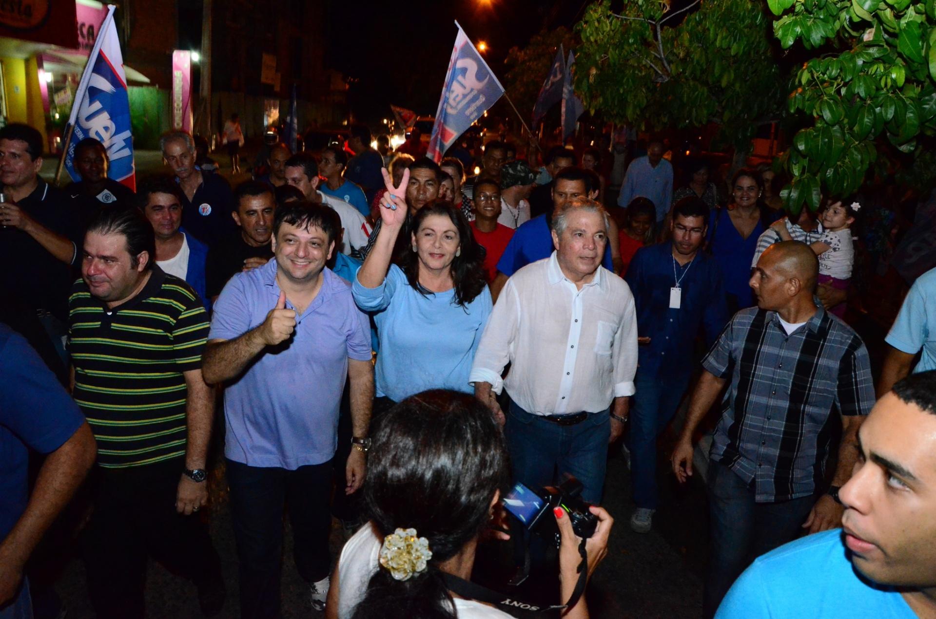 26.out.2014 - Suely Campos (PP), governadora eleita de Roraima, faz caminhada para comemorar vitória junto com seus eleitores e correligionários. Ela venceu as eleições com 54,85% dos votos válidos, contra 45,15% de Chico Rodrigues (PSB)