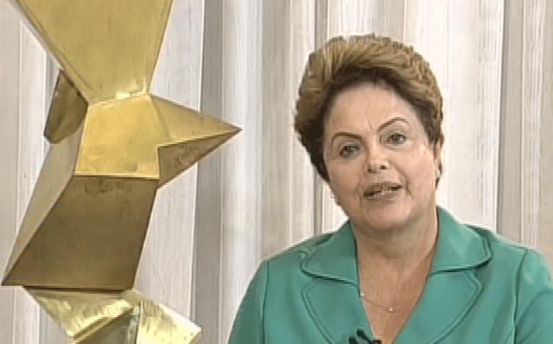 27.out.2014 - A presidente reeleita Dilma Rousseff (PT) dá entrevista a TV Record sobre mudanças no governo, um dia após o resultado das eleições presidenciais. Dilma disse que