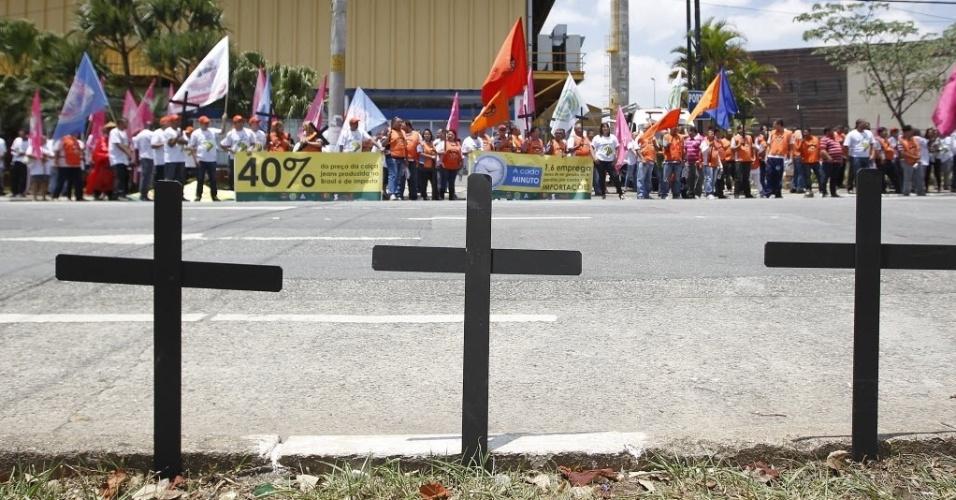 27.out.2014 cemitério de empregos protesto indústria têxtil
