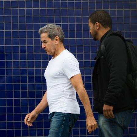 O ex-senador Luiz Estevão (à esq.) chega para depoimento na Polícia Federal - 28.out.2014 - Danilo Verpa/Folhapress