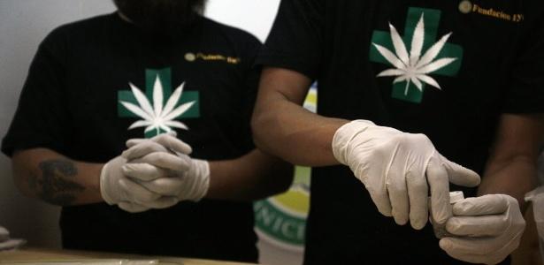 Venda será realizada em duas farmácias de Santiago, além de em clínicas e hospitais, sob retenção de receita médica, por um valor estimado de 210.000 pesos (cerca de 310 dólares)