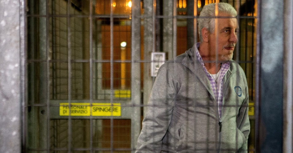 29.out.2014 - O ex-diretor de Marketing do Banco do Brasil Henrique Pizzolato, que fugiu do Brasil após ser condenado no julgamento do mensalão, deixiou a prisão de Modena, na Itália, na terça-feira (28), após a justiça italiana ter negado o pedido de extradição feito pelo governo brasileiro. Pizzolato, que tem dupla cidadania, estava preso desde fevereiro
