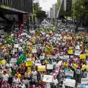 1º.nov. 2014 - Manifestantes contrários à reeleição da presidente Dilma Rousseff (PT) realizam um protesto na avenida Paulista, região centro-sul da capital paulista. O grupo pede o impeachment de Dilma e o fim do PT (Partido dos Trabalhadores) - Dario Oliveira/Código 19/Estadão Conteúdo